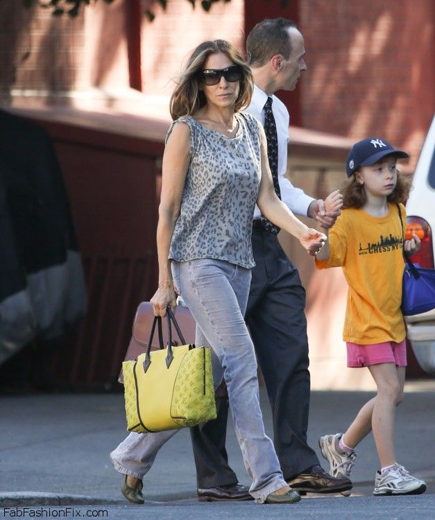Sarah-Jessica-Parker-Louis-Vuitton-W-Bag-4