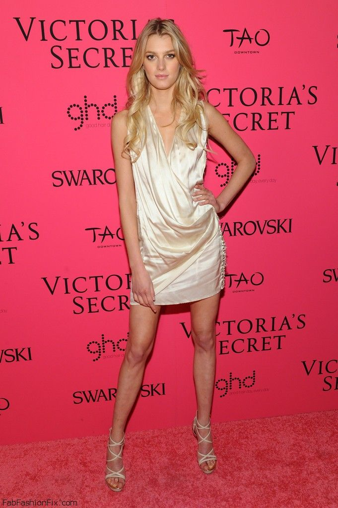 2013_Victoria_Secret_Fashion_After_Party_Pink_b_V