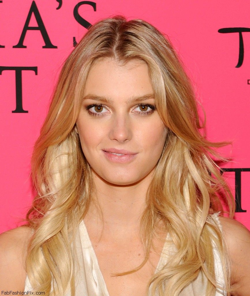 2013_Victoria_Secret_Fashion_After_Party_Pink_r_P