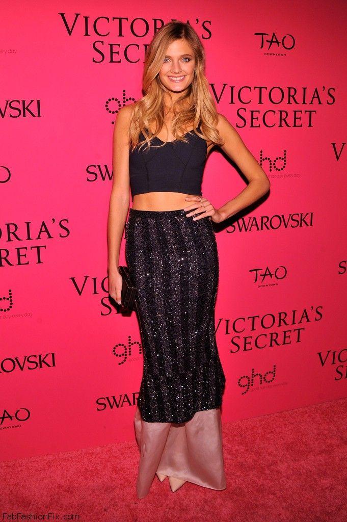 Constance_Jablonski_2013_Victoria_Secret_Fashion_JdZom_9QPU8x