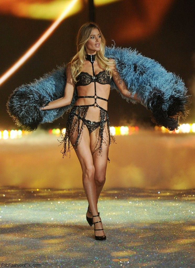 Doutzen+Kroes+2013+Victoria+Secret+Fashion+TooBPg1Cbg3x