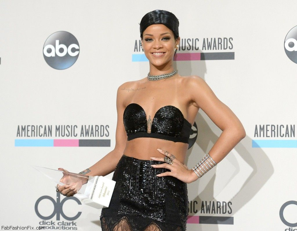Rihanna+Press+Room+American+Music+Awards+YcB5PIBJ-glx