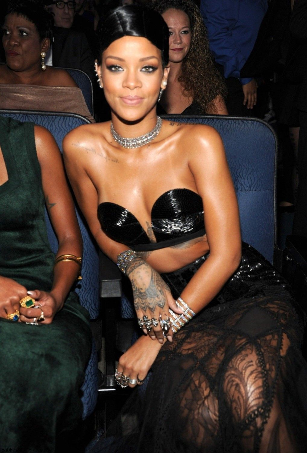 Rihanna during the 41st American Music Awards in Los Angeles 24.11.2013_01