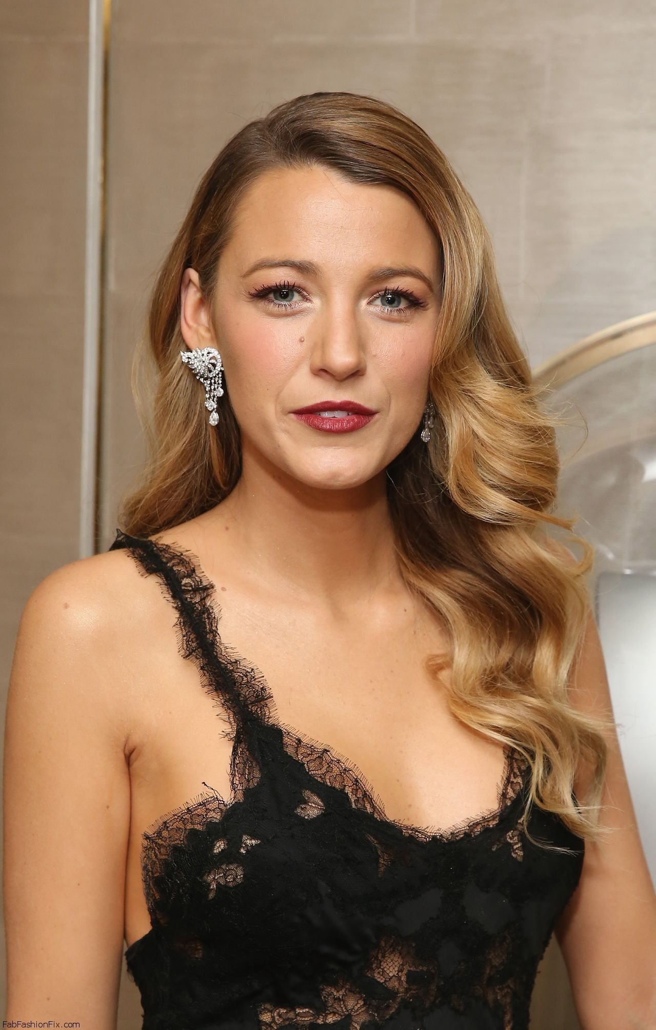 Blake_Lively_Fifth_Avenue_Unveiling121013_tcc