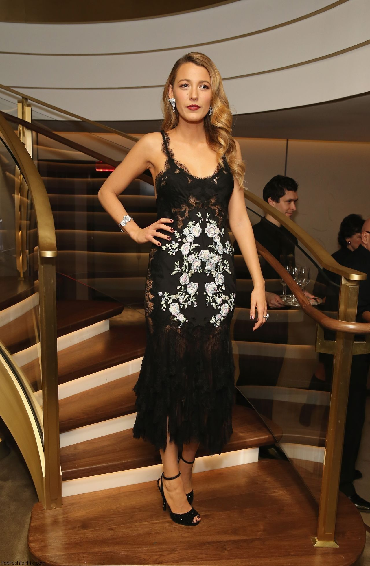 Blake_Lively_Fifth_Avenue_Unveiling121013_tcc_4