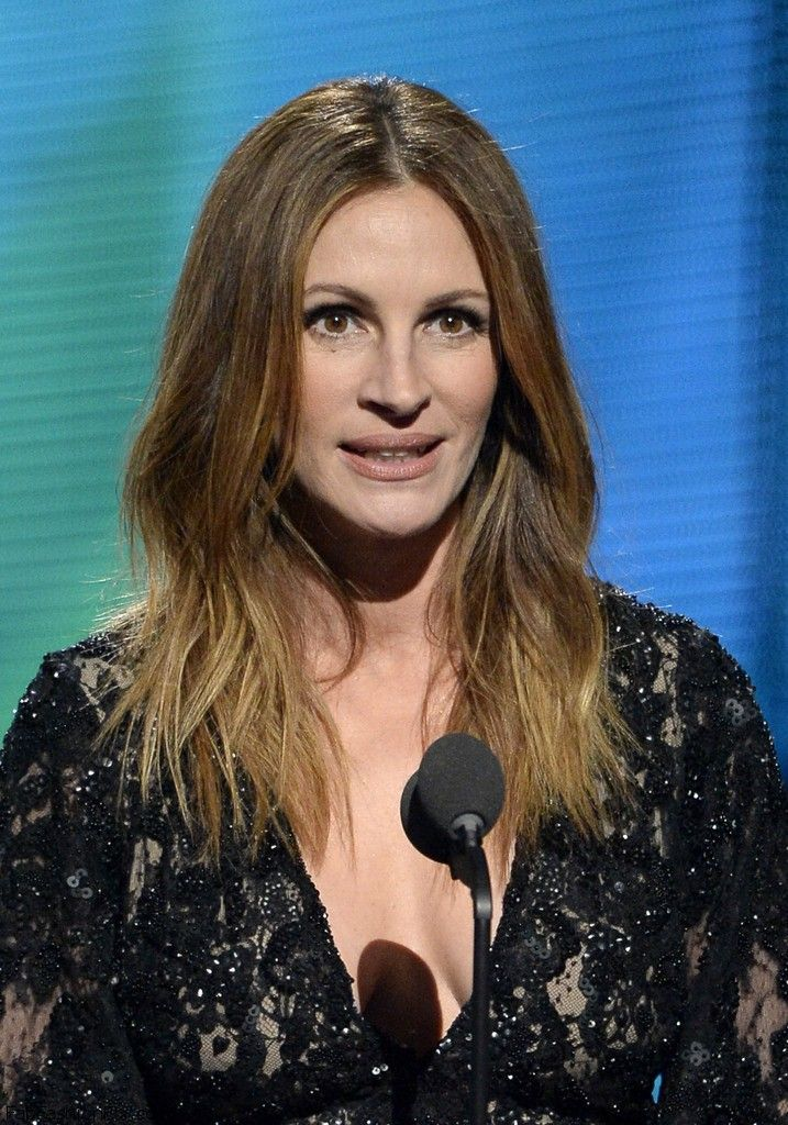 Julia+Roberts+56th+GRAMMY+Awards+Show+BBEHC3AEUHkx