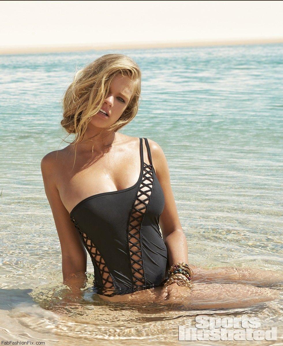 Danielle Reverman Nude Photos 26