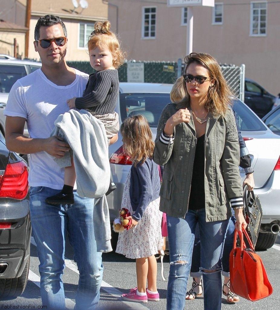 Jessica+Alba+Jessica+Alba+Takes+Family+Breakfast+pCU5hUs-TUYx