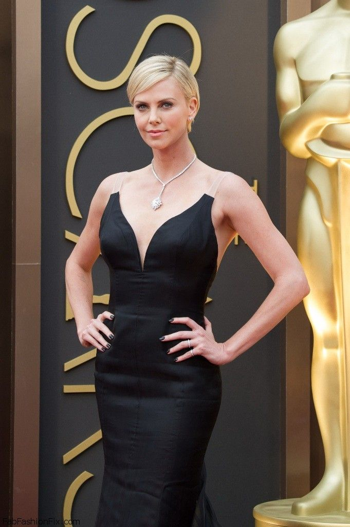 celebrity-paradise.com-The Elder-charlize _11_