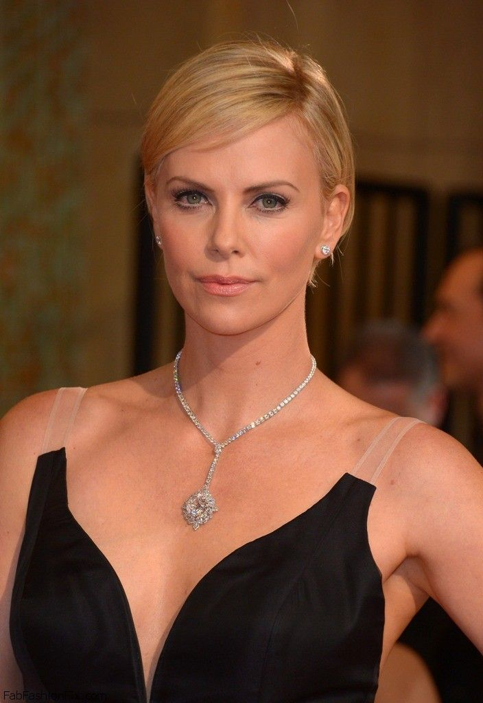 celebrity-paradise.com-The Elder-charlize _17_
