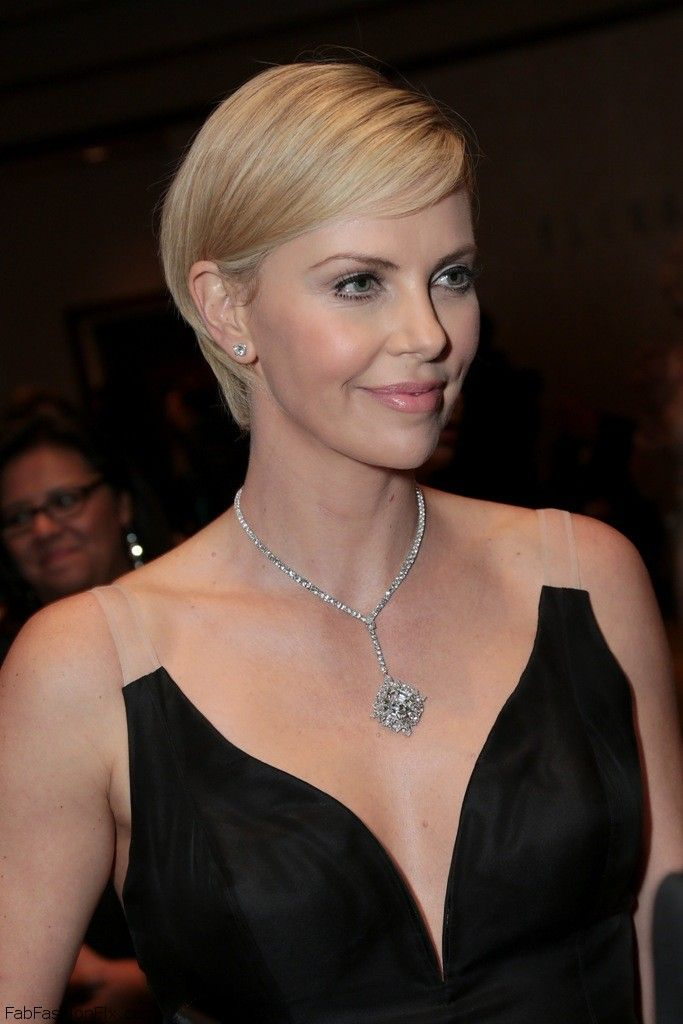celebrity-paradise.com-The Elder-charlize _21_