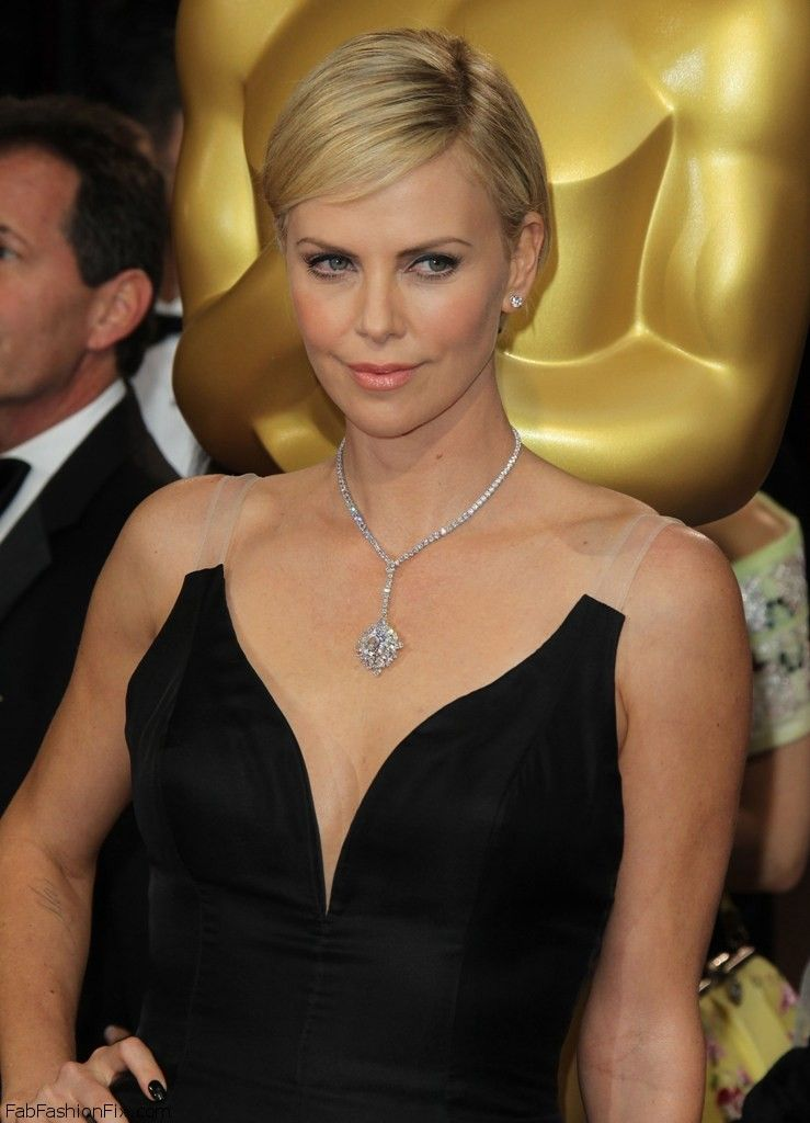 celebrity-paradise.com-The Elder-charlize _52_