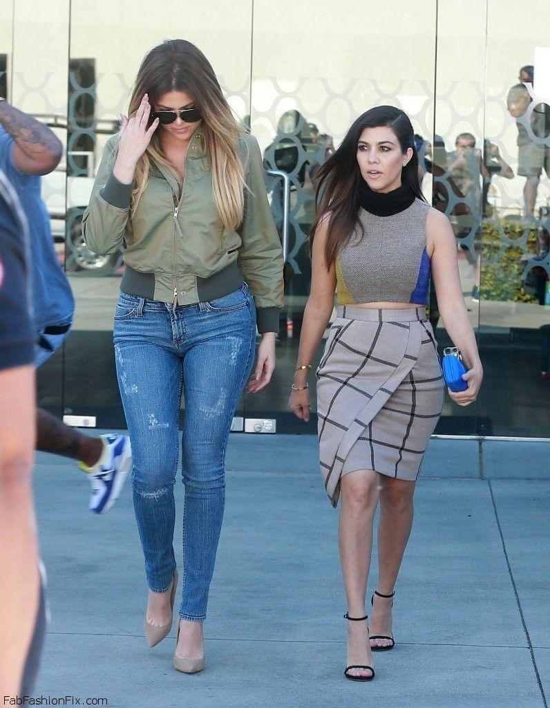 Kourtney+Khloe+Kardashian+Get+Confetti+Bombed+2tAYGqayGK1x