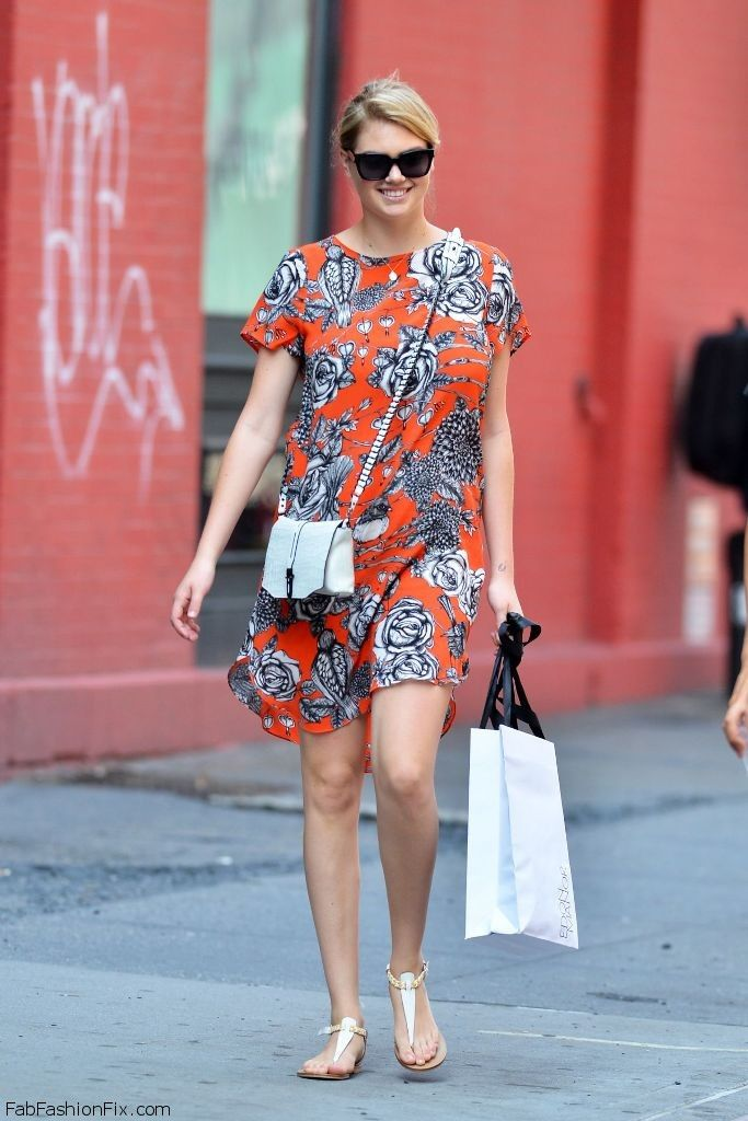 kate-upton-lily-aldridge-shopping-in-soho-in-new-york-city-july-2014_16