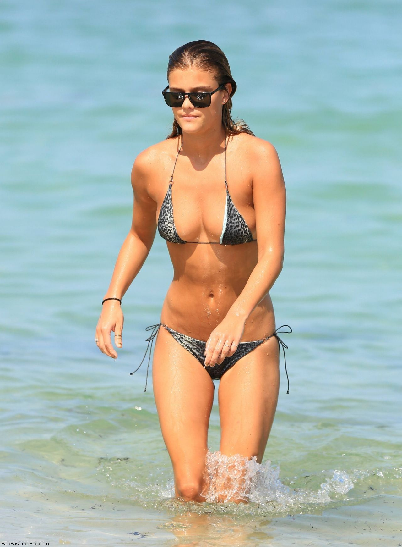 nina-agdal-hot-in-a-bikini-in-miami-july-2014_1
