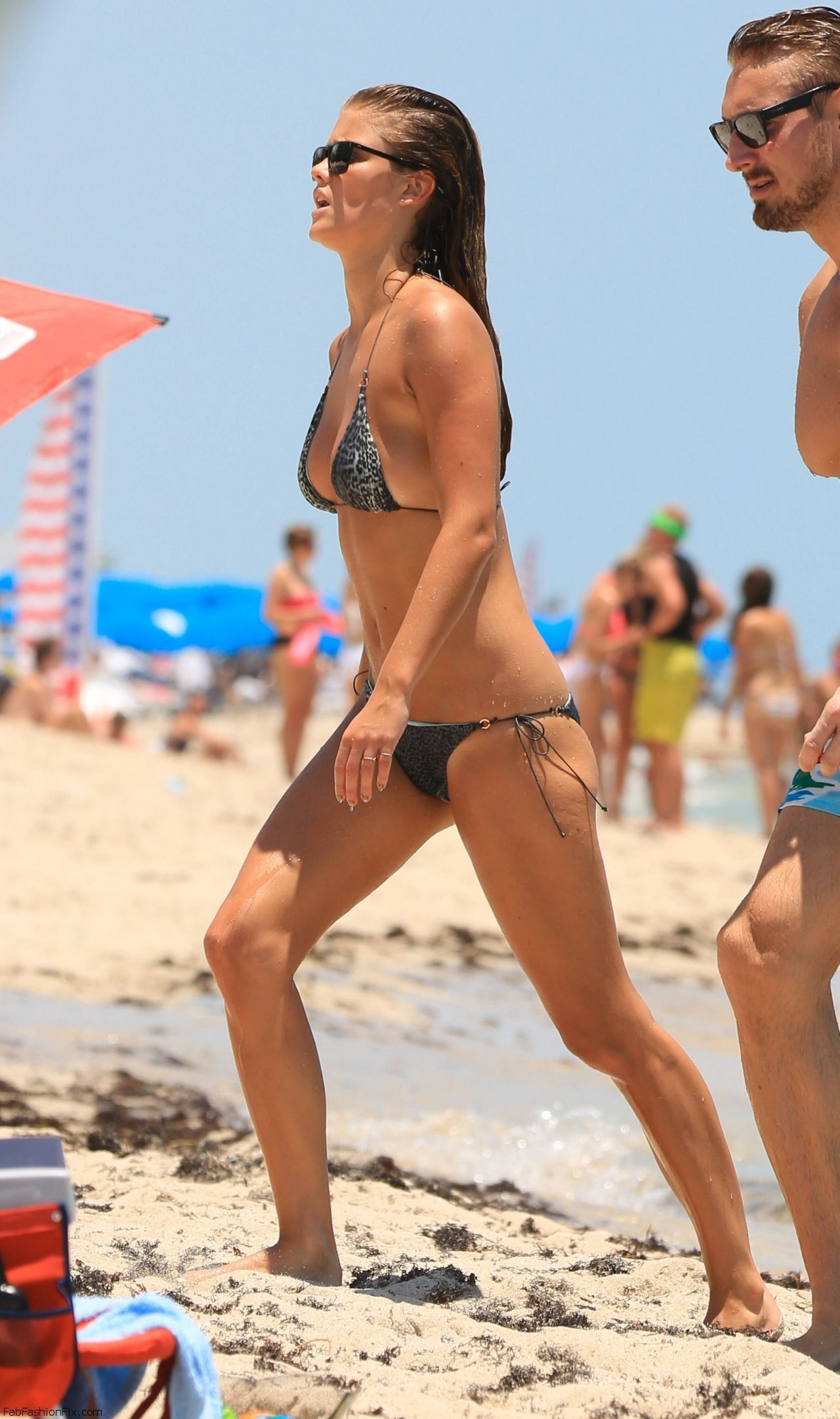nina-agdal-hot-in-a-bikini-in-miami-july-2014_19