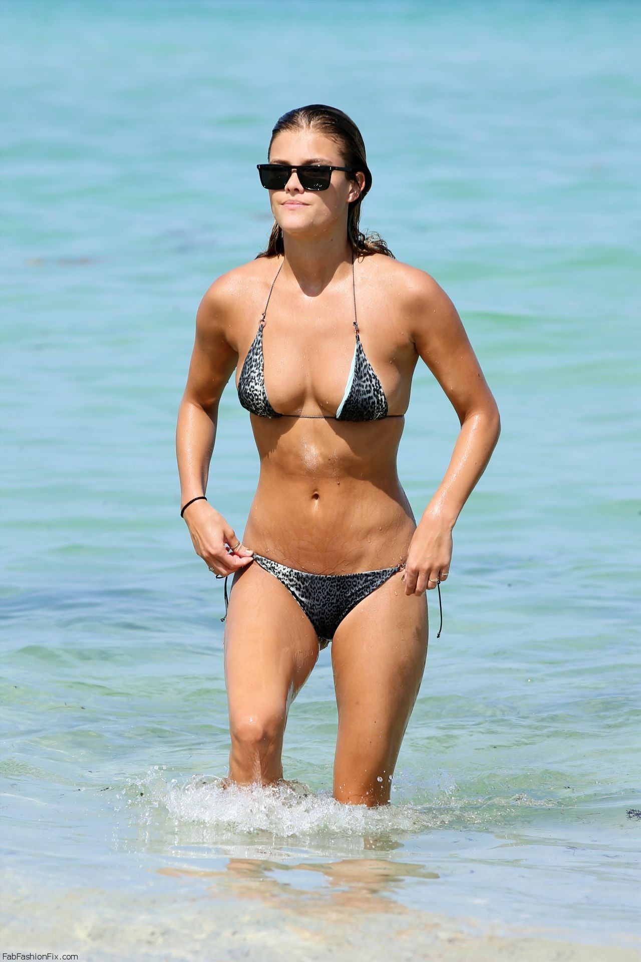 nina-agdal-hot-in-a-bikini-in-miami-july-2014_3