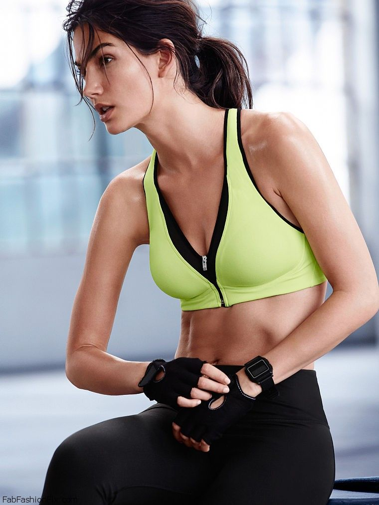 f8b607243715 Lily Aldridge shows her athletic physique for Victoria s Secret VSX ...