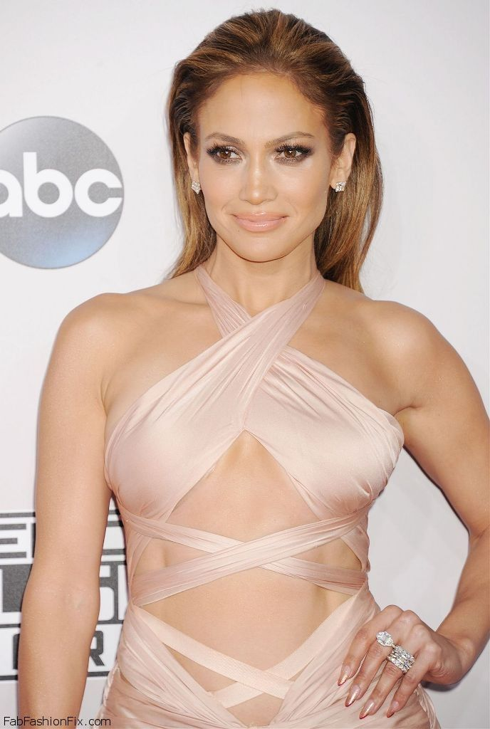 jennifer-lopez-on-red-carpet-2014-american-music-awards-in-los-angeles_1