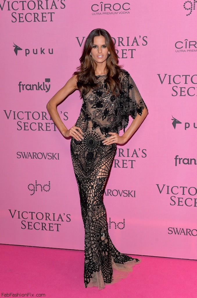 Izabel_Goulart_Arrivals_Victoria_Secret_Fashion_mDekPpm8TSnx