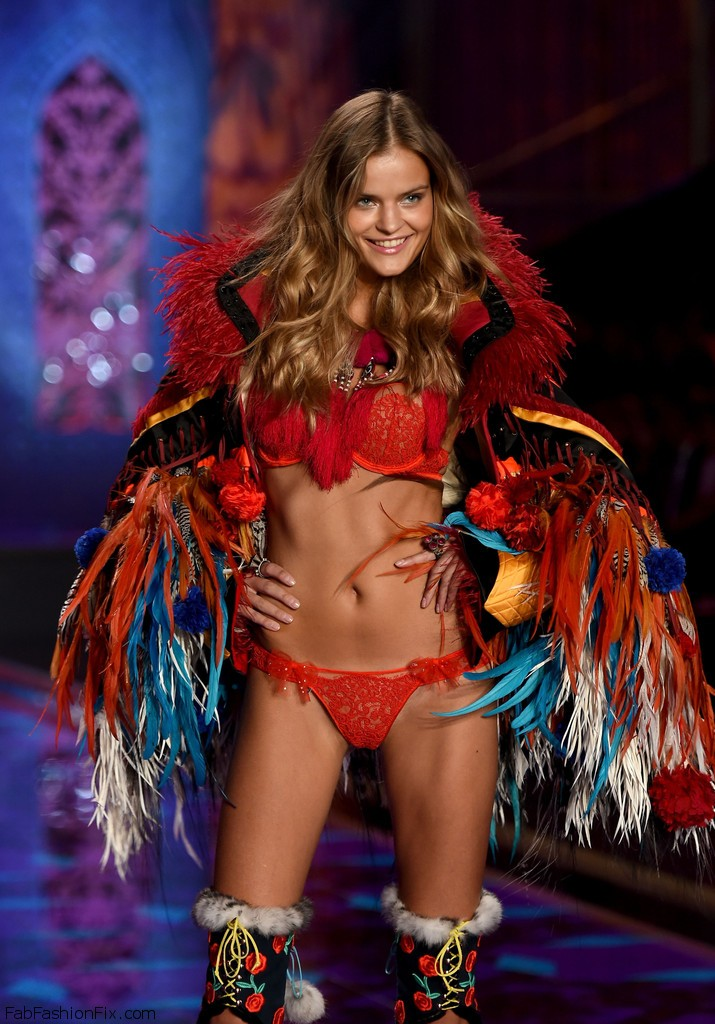 Kate_Grigorieva_Victoria_Secret_Fashion_Show_5v_T