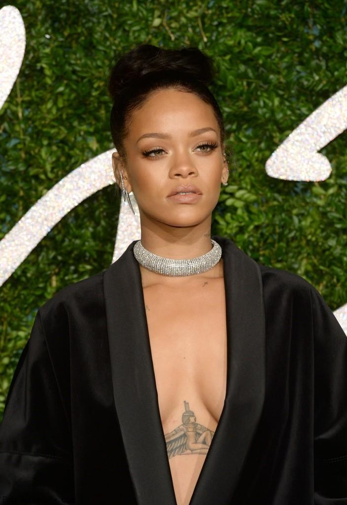 Rihanna attends the British Fashion Awards in London 1.12.2014_74