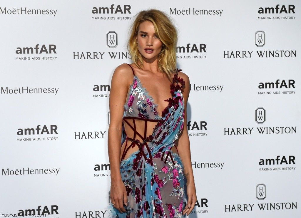 British model and actress Rosie Huntington-Whiteley poses prior to take part in the Amfar dinner on the sidelines of the Paris fashion week on July 5, 2015 in Paris.    AFP PHOTO / LOIC VENANCE