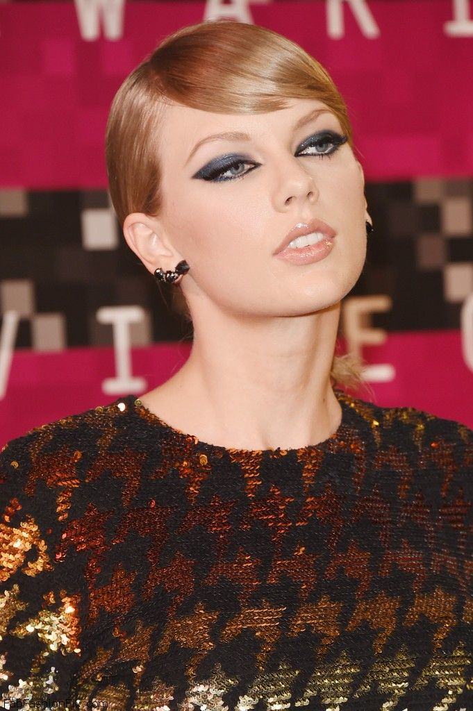 Taylor_Swift_2015_MTV_Video_Music_Awards_Arrival (1)