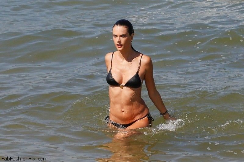 UK CLIENTS MUST CREDIT: AKM-GSI ONLY EXCLUSIVE: **SHOT ON 8/4/15** Rio de Janeiro, Brazil - Alessandra Ambrosio shows off her incredible figure as she goes for dip after wrapping up an interview in Rio for Brazilian TV Show 'Estrelas' (Stars). Pictured: Alessandra Ambrosio Ref: SPL1097373  070815   EXCLUSIVE Picture by: AKM-GSI / Splash News