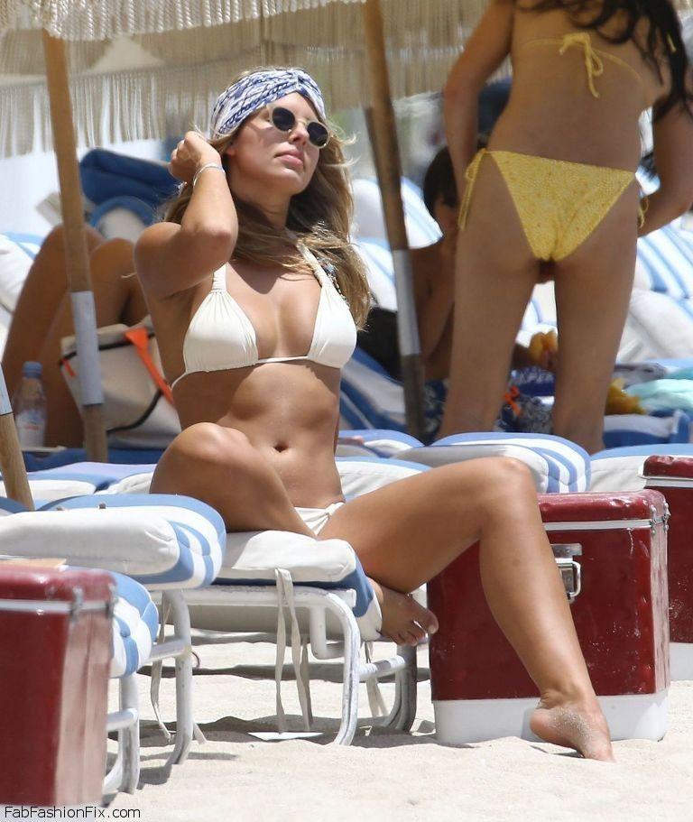 natasha-oakley-hot-in-white-bikini-miami-july-2015_2