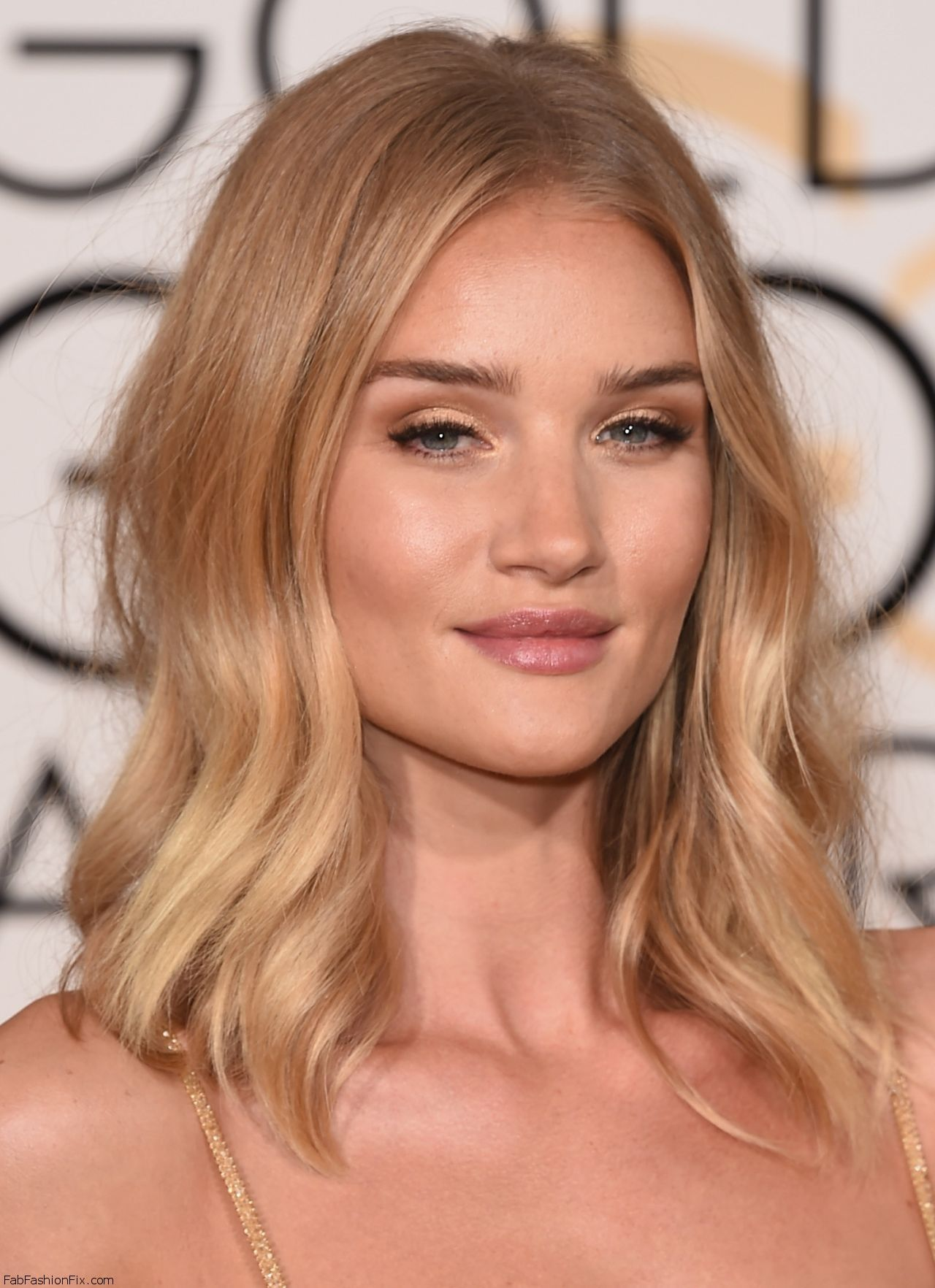 rosie-huntington-whiteley-2016-golden-globe-awards-in-beverly-hills-4