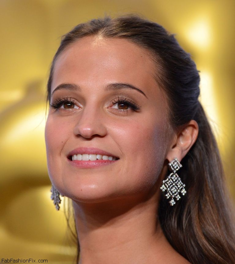 alicia-vikander-2016-oscar-winner-for-best-actress-in-a-supporting-role-13
