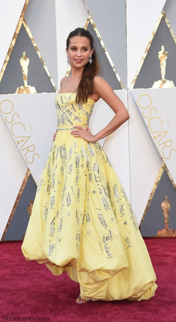 alicia-vikander-oscars-2016-in-hollywood-ca-2-28-2016-7
