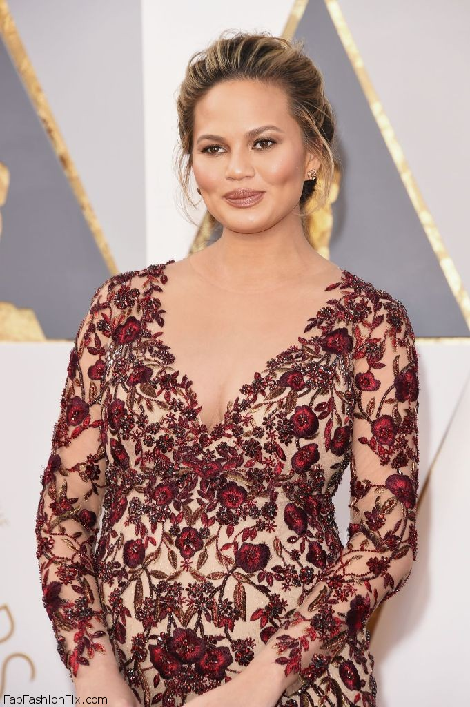 chrissy-teigen-oscars-2016-in-hollywood-ca-2-28-2016-1