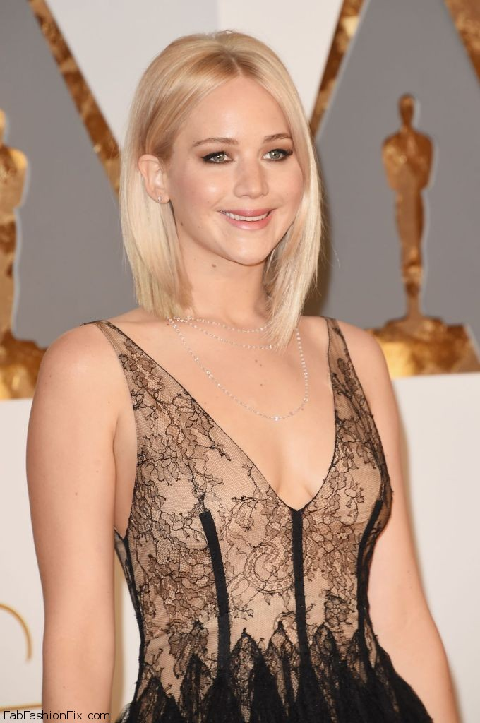 jennifer-lawrence-oscars-2016-in-hollywood-ca-2-28-2016-4