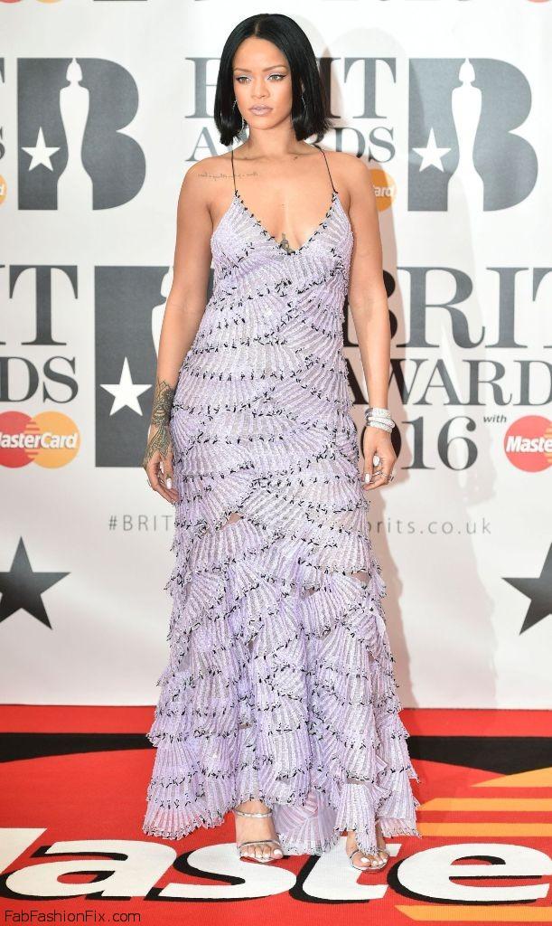 rihanna-brit-awards-2016-in-london-14