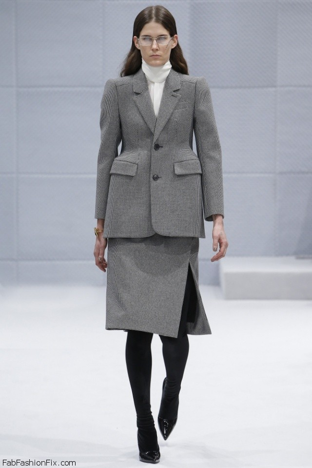 Balenciaga Fall/winter 2016 Collection - Paris Fashion Week