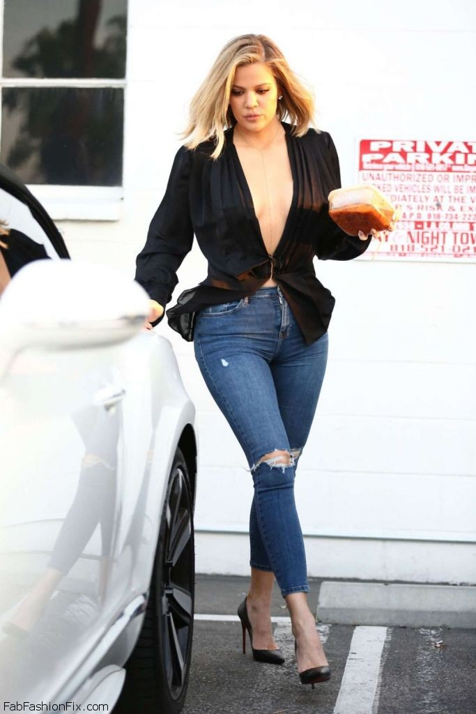 khloe-kardashian-booty-in-tight-jeans-out-in-van-nuys-in-la-march-2016-3