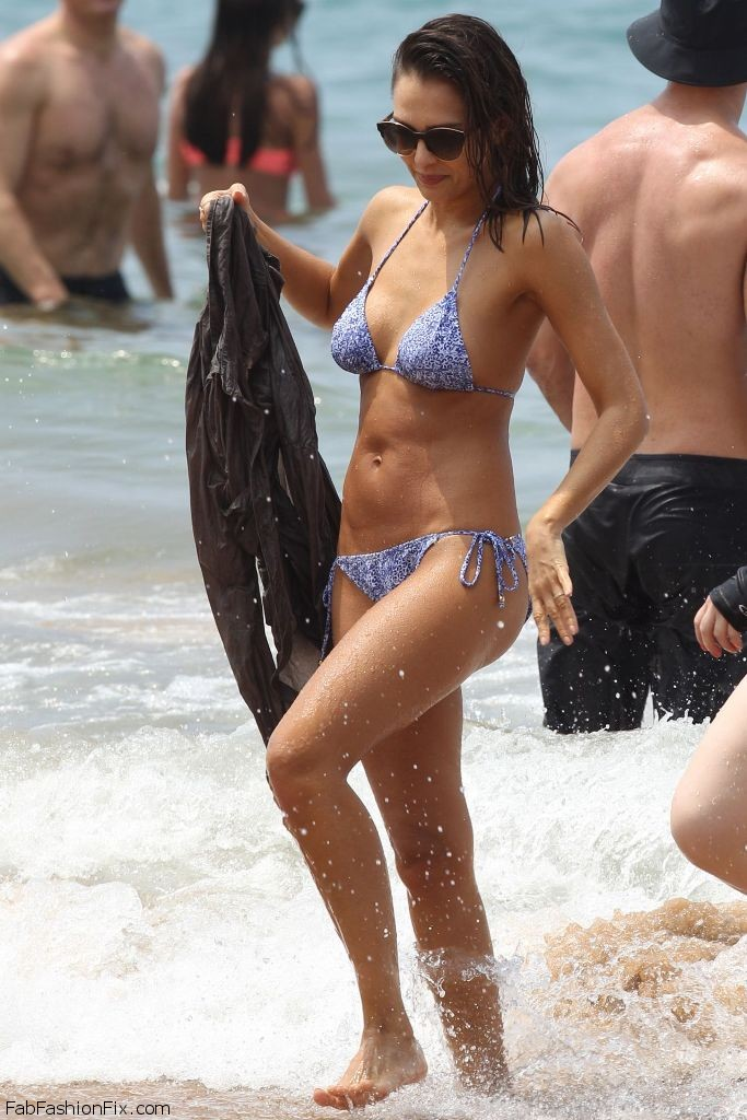 jessica-alba-hot-in-bikini-at-the-beach-in-hawaii-3-22-2016-6