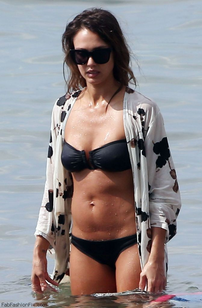 jessica-alba-in-black-bikini-hawaii-3-23-2016-16