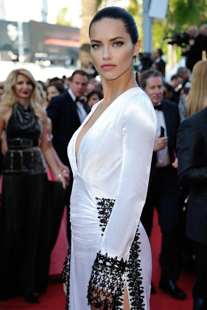573b8acf9eb9e_Photos-Cannes-2016-Adriana-Lima-classe-mannequin-pour-Julieta_portrait_