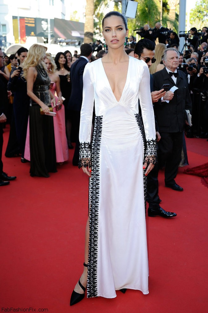 573b8add86001_Photos-Cannes-2016-Adriana-Lima-classe-mannequin-pour-Julieta_portrait_w674(3)