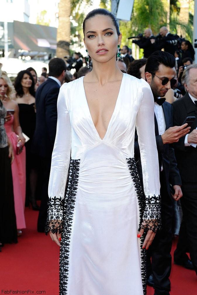 573b8ae31afc9_Photos-Cannes-2016-Adriana-Lima-classe-mannequin-pour-Julieta_portrait_w674(4)