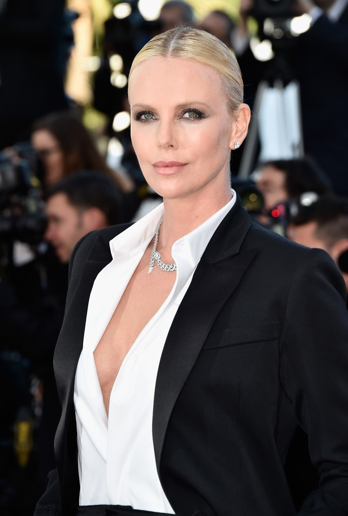 Charlize+Theron+Last+Face+Red+Carpet+Arrivals+ypNF5DutrUyx