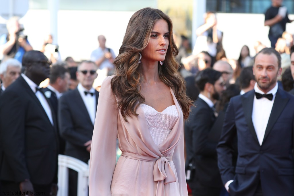 Izabel+Goulart+Julieta+Red+Carpet+Arrivals+Dlv5eYiwf3tx