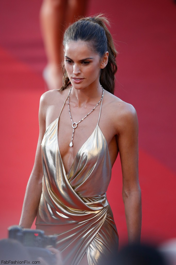 Izabel_Goulart_Last_Face_Red_Carpet_Arrivals_DEiN17MK82vx