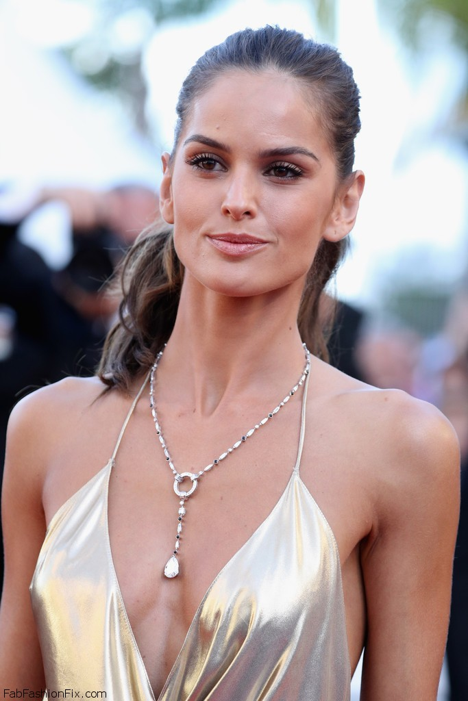 Izabel_Goulart_Last_Face_Red_Carpet_Arrivals_pB51GdV05lux