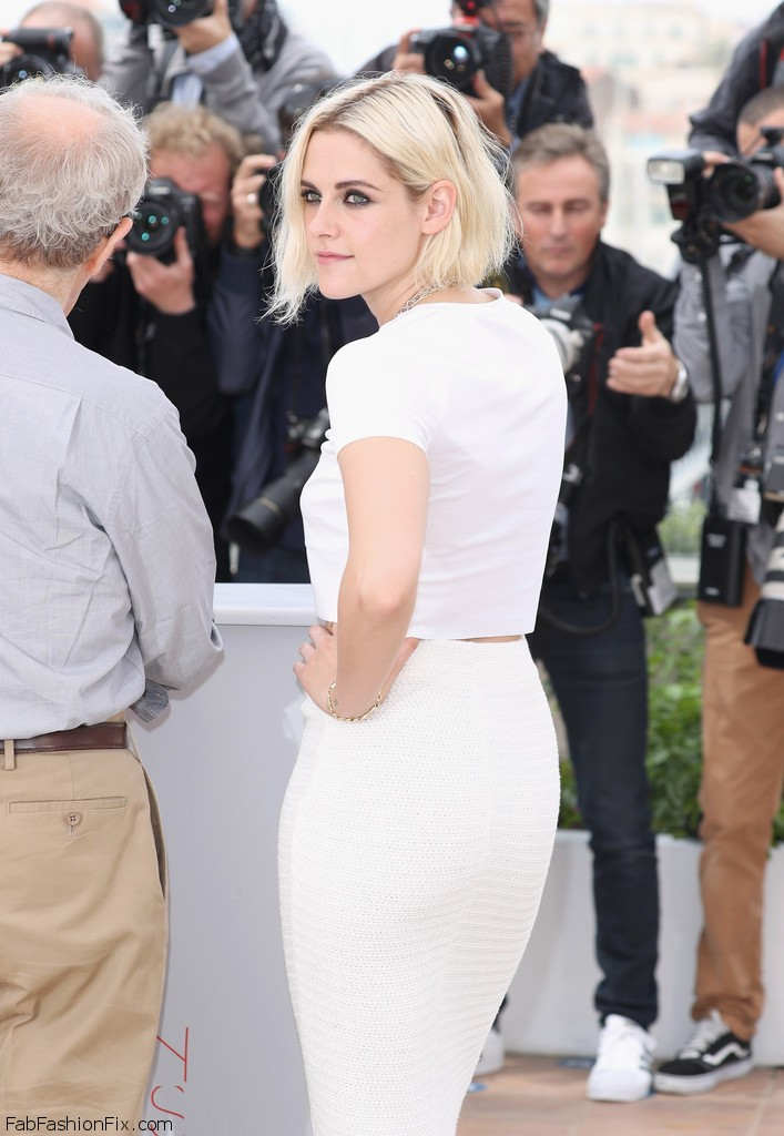 Kristen_Stewart_Cafe_Society_Photocall_69th_RkVtzrdtV1hx