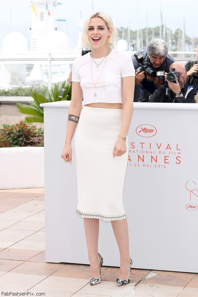 Kristen_Stewart_Cafe_Society_Photocall_69th_em2NB2f8pS2x