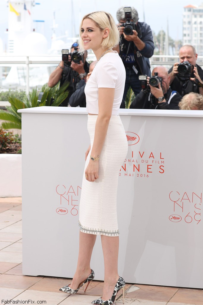 Kristen_Stewart_Cafe_Society_Photocall_69th_nr5_etnwY5Bx